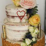 Grünwerkstatt Hochzeitstorte mit Blumenschmuck