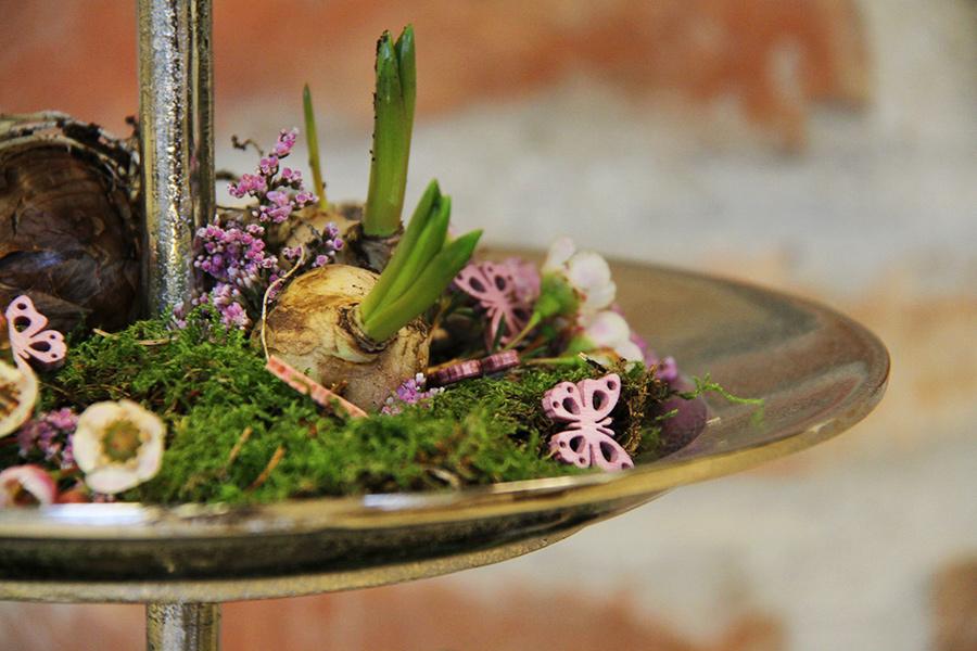 Grünwerkstatt Arrangement mit Blumenzwiebeln