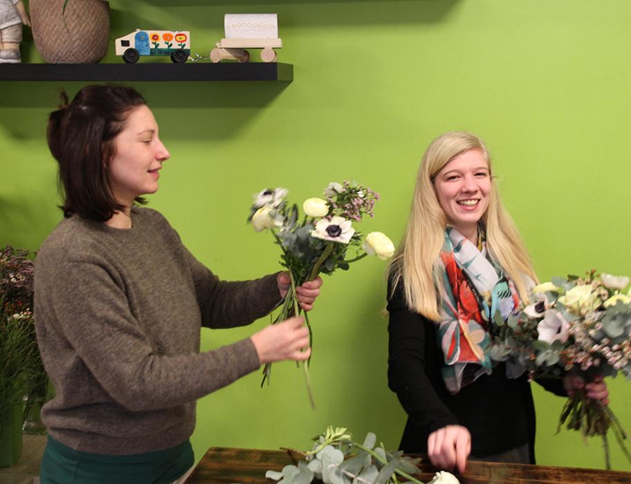 Romana und Kathi in der Grünwerkstatt