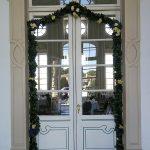 Grünwerkstatt Blumengirlande an der Tür zum Freskensaal