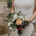 Grünwerkstatt Brautstrauß orange weiß